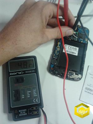 cargar-la-bateria-de-un-movil-sino-funciona-el-conector1